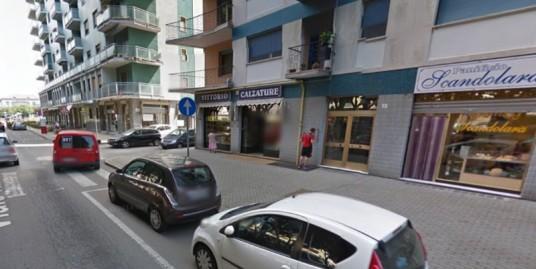 Affittasi NEGOZIO in zona di passaggio a Vercelli