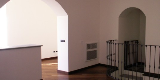 Centro Storico splendido alloggio ristrutturato con ingresso indipendente.