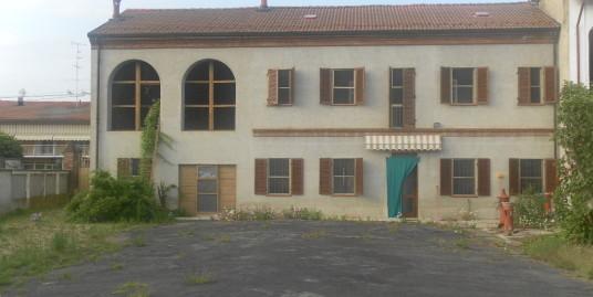 Vendesi Abitazione Indipendente a Costanzana (VC)