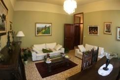 Vendesi ottimo appartamento con tre camere da letto ed autorimessa