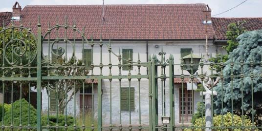 Vendesi abitazione indipendente con box a Pertengo – Vercelli