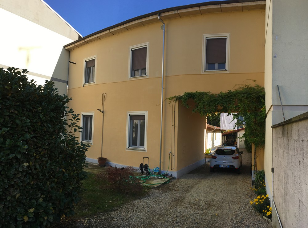 Vendesi Abitazione Bifamigliare ristrutturata a Vercelli