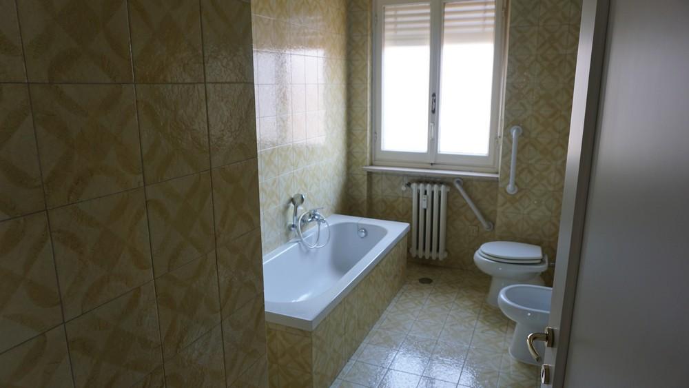 Affittasi appartamento con due camere da letto sampietrocase for 3 camere da letto 3 piani del bagno