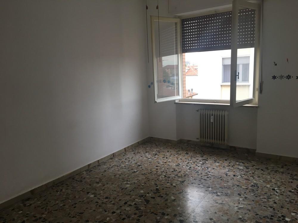 Affittasi appartamento con due camere da letto sampietrocase for Capanna con 2 camere da letto