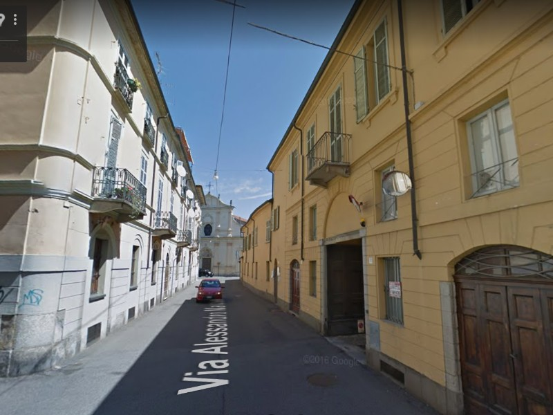 Affittasi appartamento con riscaldamento autonomo e posto auto in centro storico
