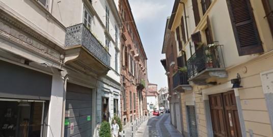 Vendesi a Vercelli ampio bilocale in Centro Storico