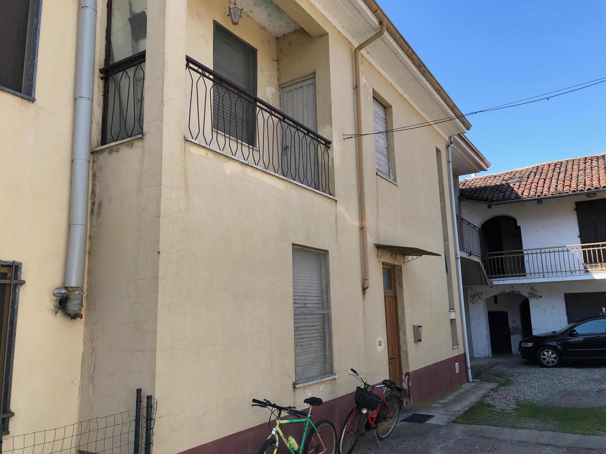 Vendesi abitazione indipendente a Prarolo – Vercelli