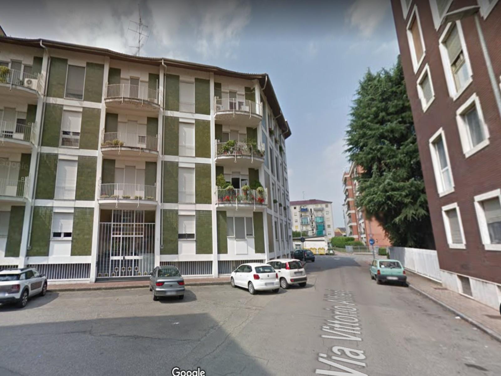 Vendesi ampio alloggio a Vercelli, con piano mansardato