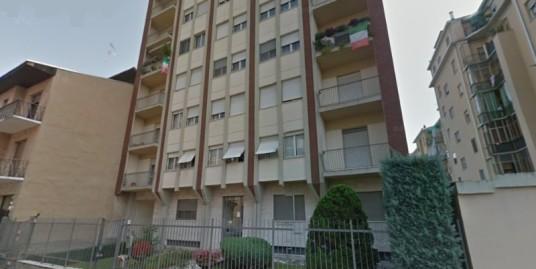 Vendesi alloggio ultimo piano a Vercelli