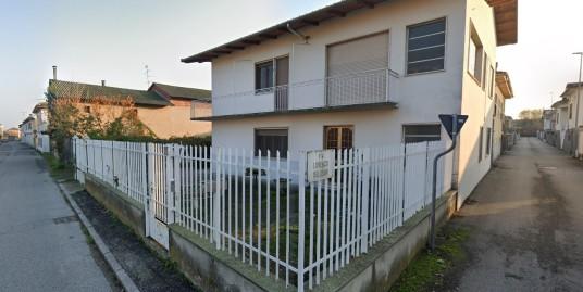 VENDESI Abitazione indipendente a Vercelli