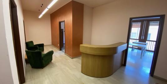 Vendesi ampio ufficio in zona centrale a Vercelli